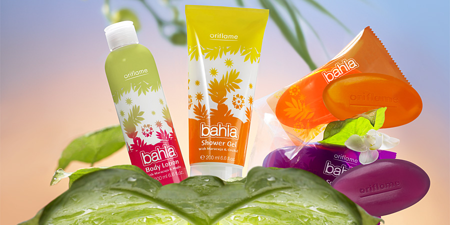 Oriflame shower products on a leaf.